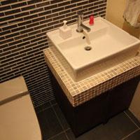 いろいろなタイルの組み合わせがかわいいトイレ手洗い